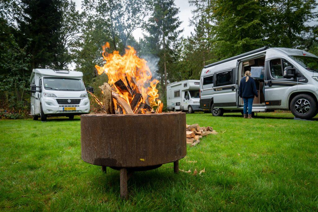 Meivakantie 2021 - camperreis Drenthe - kampvuur