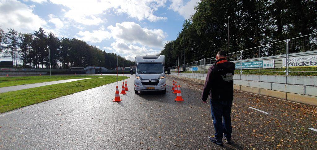 Camperreis voor beginners - camper rijvaardigheidstraining op circuit