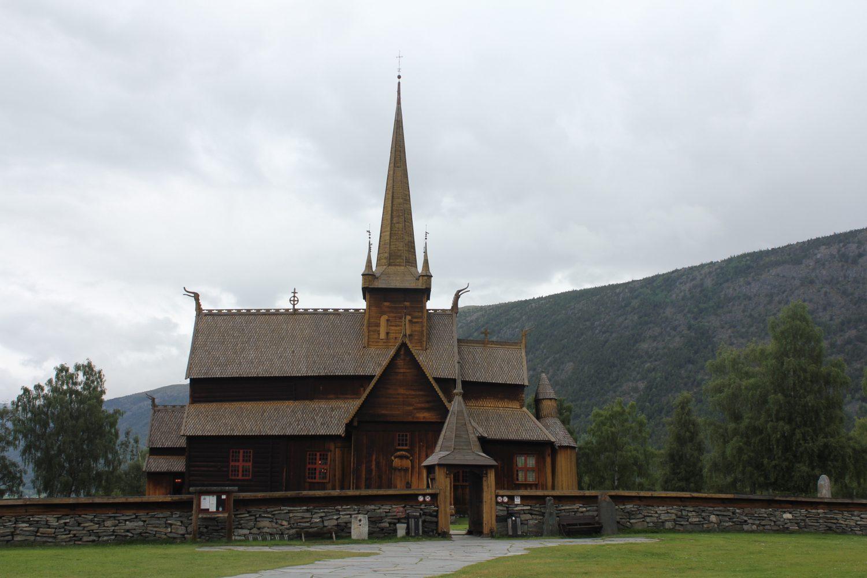 Camperreis Noorwegen - staafkerk van Lom