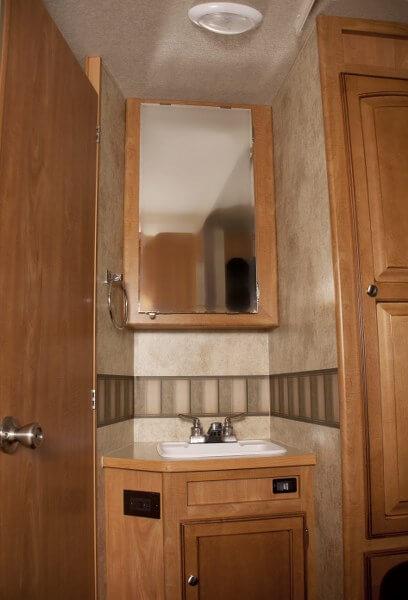 Badkamer met losse wastafel