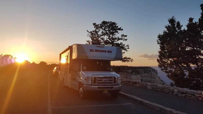 Genieten van zonsondergang bij de Grand Canyon