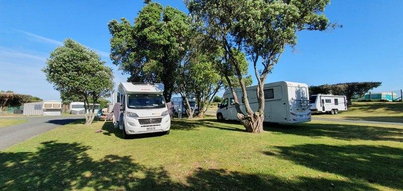Ruime kampeerplaatsen op de camping in Nieuw-Zeeland