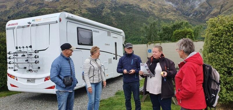 Routebespreking op de camping in Dunedin