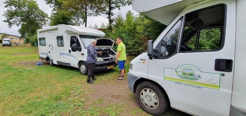 Christiaan helpt klanten met camperpech